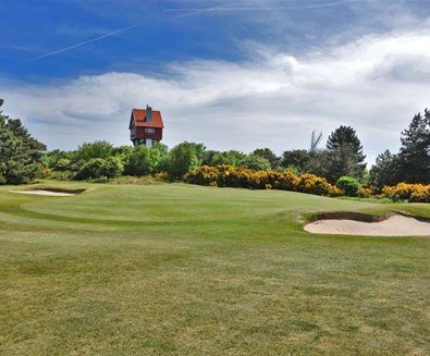 Things to do attractions - Thorpeness Golf Club - Thorpeness -18th green at Thorpeness Golf Club with view of House in the Clouds