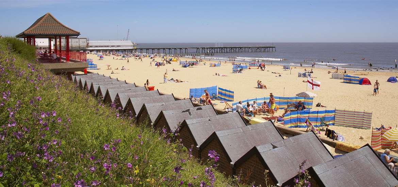 Lowestoft Beach and Promenade - (c) Jon Gibbs