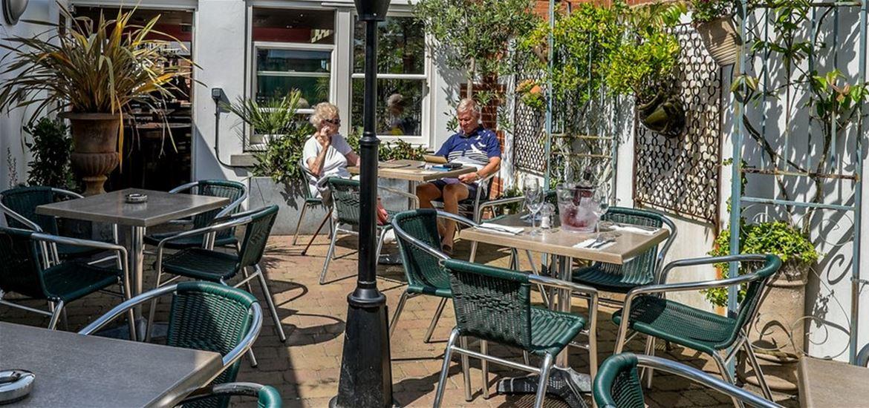 Cafe Bencotto - Courtyard