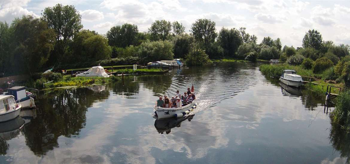 Big Dog Ferry - River Trip on the Waveney - Beccles