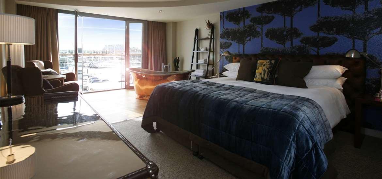 Salthouse Harbour Hotel - Copper Bath Bedroom - Accomodation