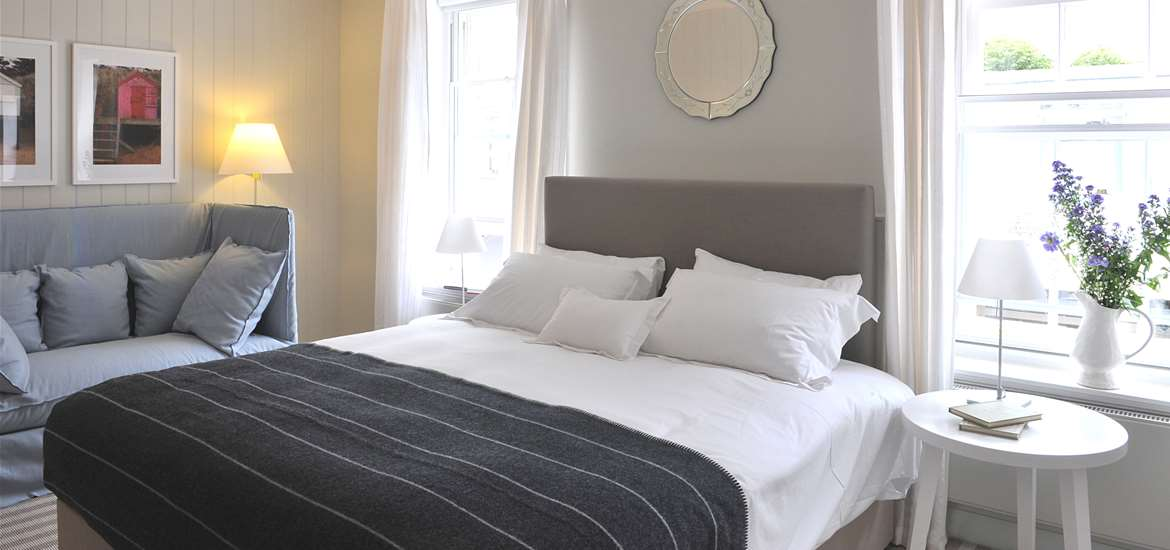 The Crown at Woodbridge - Bedroom - Accommodation