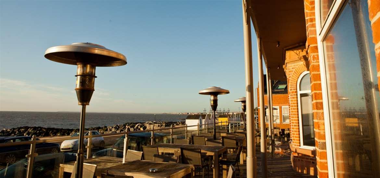 The Fludyers Alfresco Dining Terrace
