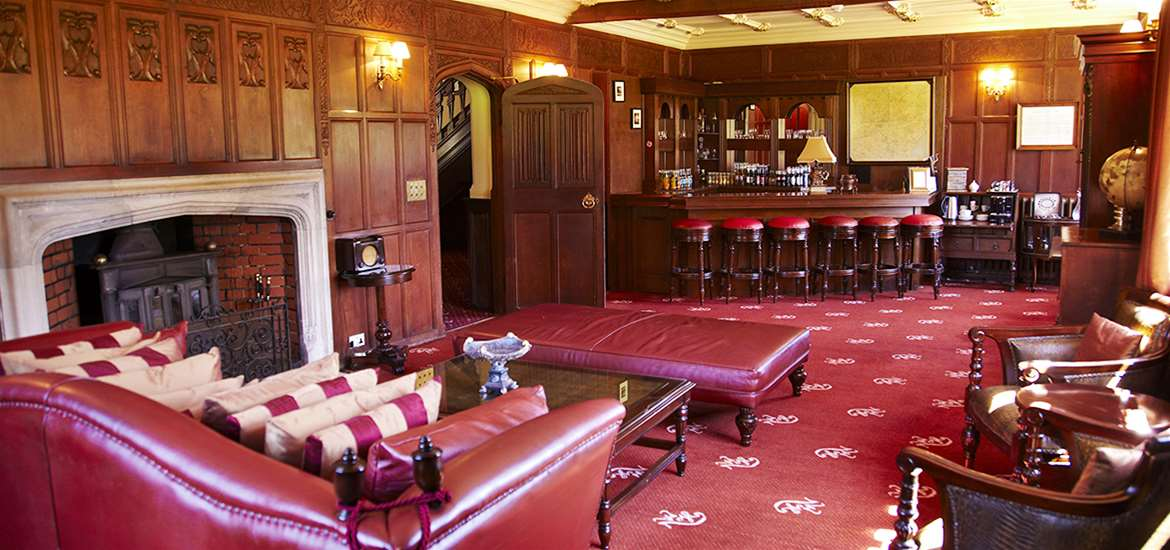Where to Stay - Woodhall Manor - Sutton - Bar