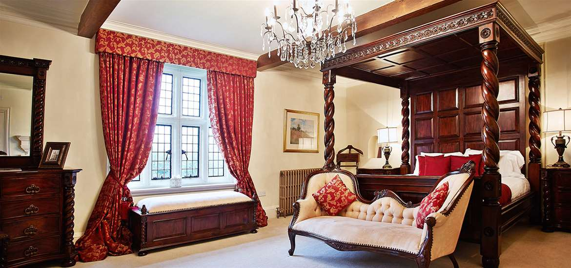 Where to Stay - Woodhall Manor - Sutton - Bedroom