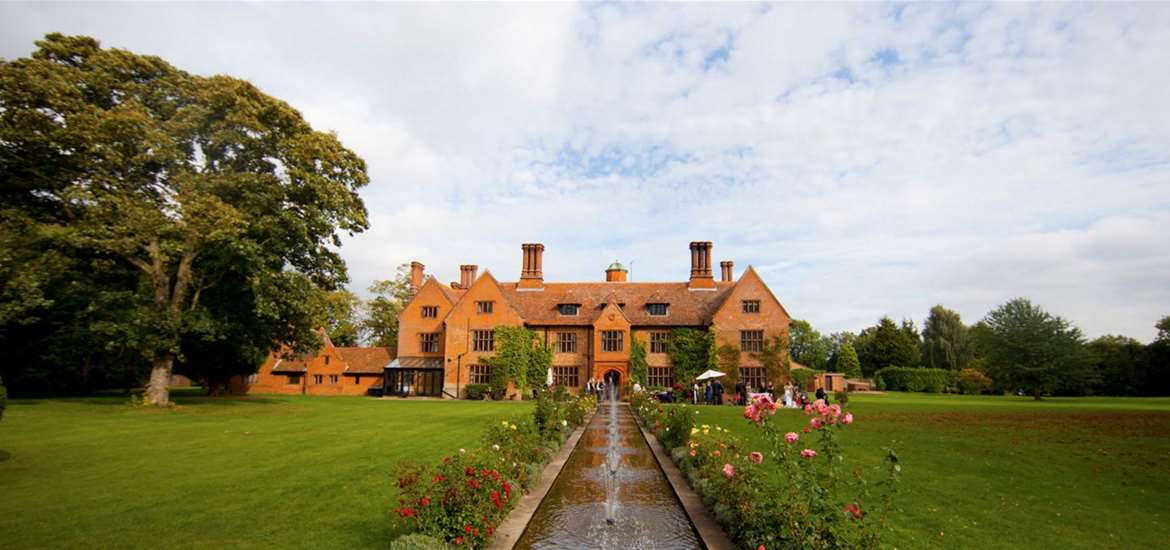 Where to Stay - Woodhall Manor - Sutton - Grounds