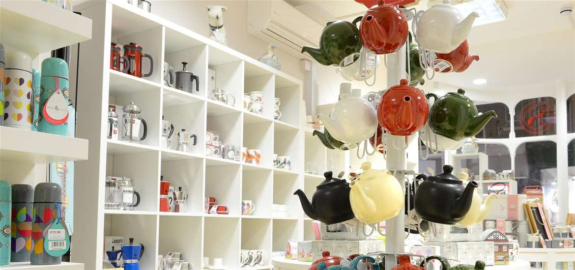 Things to Do - Shopping - Ruby & Scarlet - Shelves and teapots