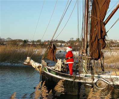 Snape-Maltings-Father-Christmas-Arrives-3