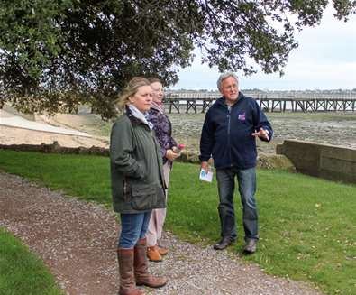 TTDA - Suffolk Coast Greeters - Greeter with Tourists
