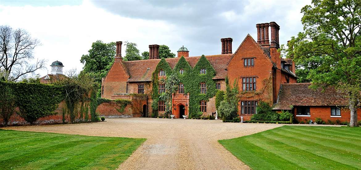 Where to Stay - Woodhall Manor - Sutton - Exterior