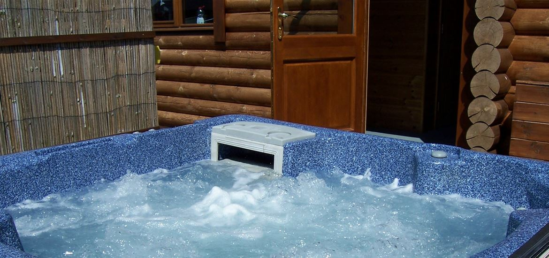 Windmill Lodges Hot Tub