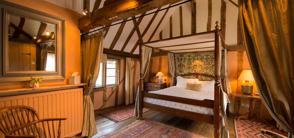 The Grove Cottages - Four Poster Bed - Accommodation
