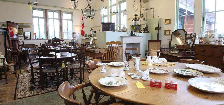 TTDA - Old School Antiques - Showroom