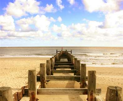 Lowestoft Beach - Groynes - (c) Ian Dinmore