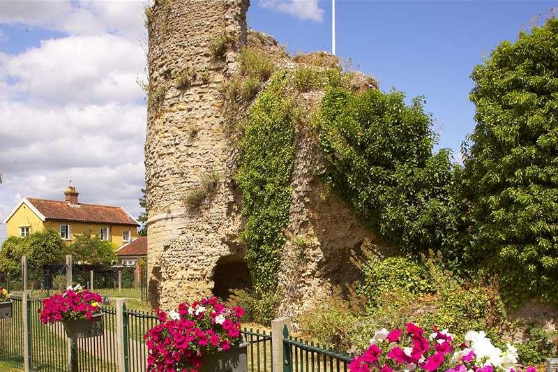 Towns & Villages - Waveney Valley - Bungay castle