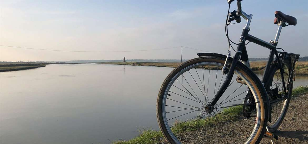 TTDA - Southwold Cycle Hire - Bike next to river Blyth