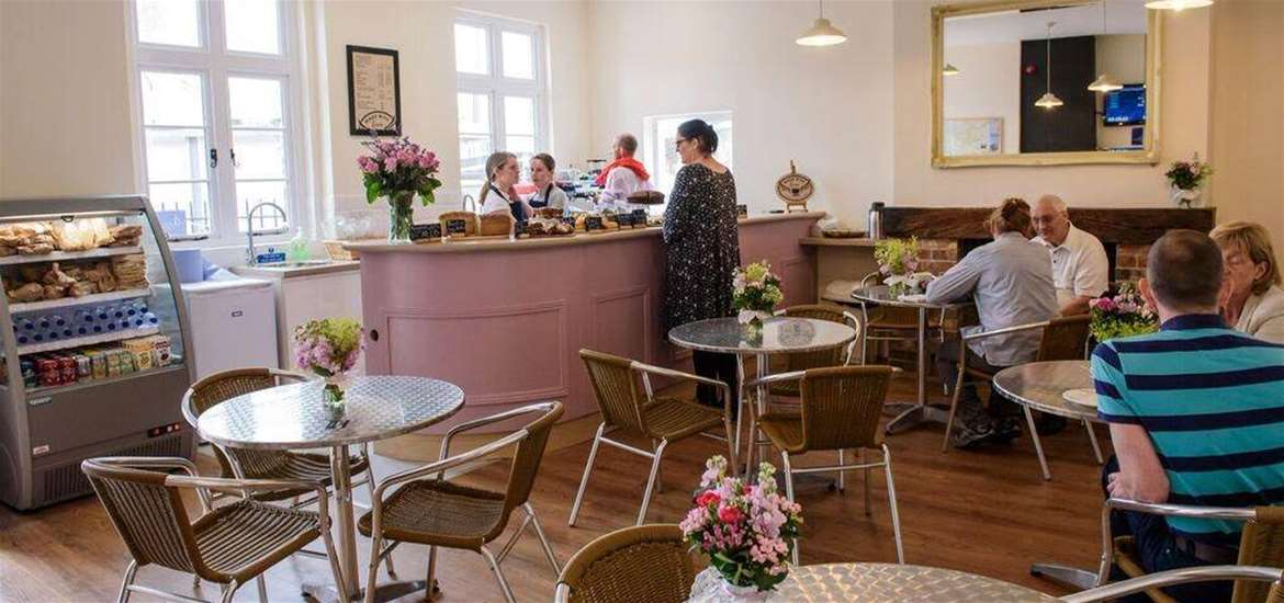 Where to Eat - Beccles - Beccles Station Cafe - Interior
