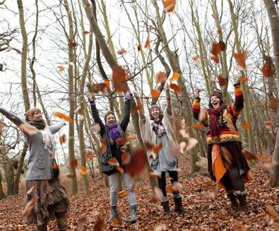 Family throwing leaves - Emily Fae Photography