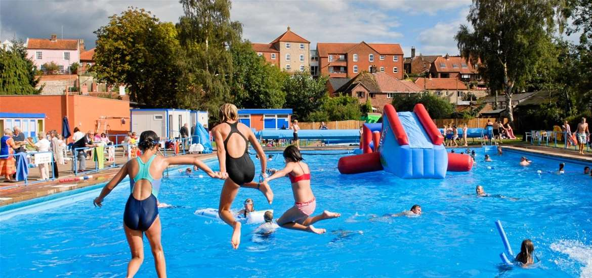 TTDA - Beccles Lido - Children jumping in pool
