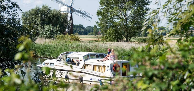 TTDA - Boat on broads - (c) Visit the Broads