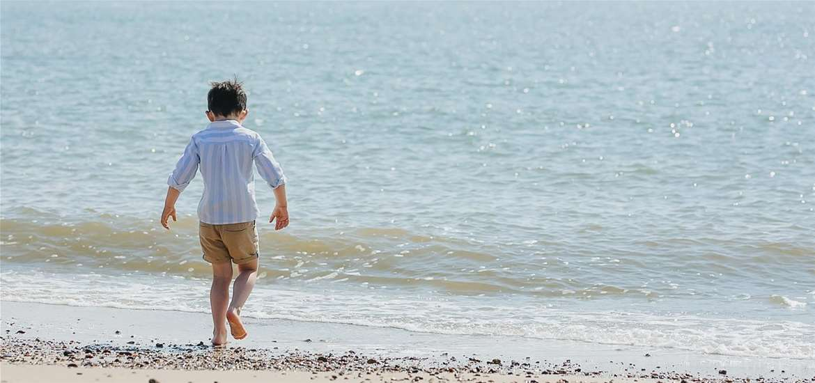 TTDA - Beaches - Pakefield boy on beach (Amy Louise Photography)