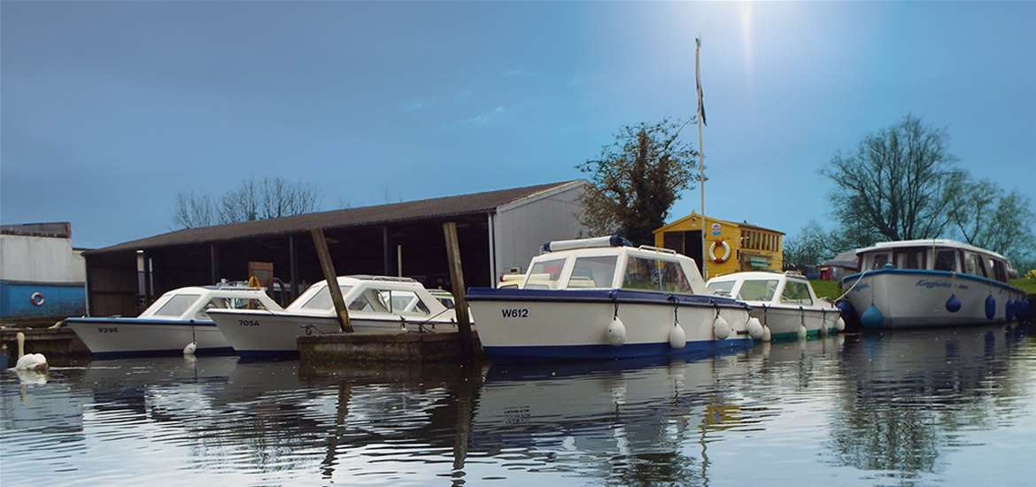 TTDA - Hippersons Boatyard - Boats on river