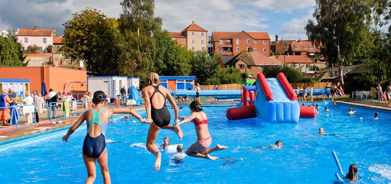 TTDA - Beccles Lido - children jumping