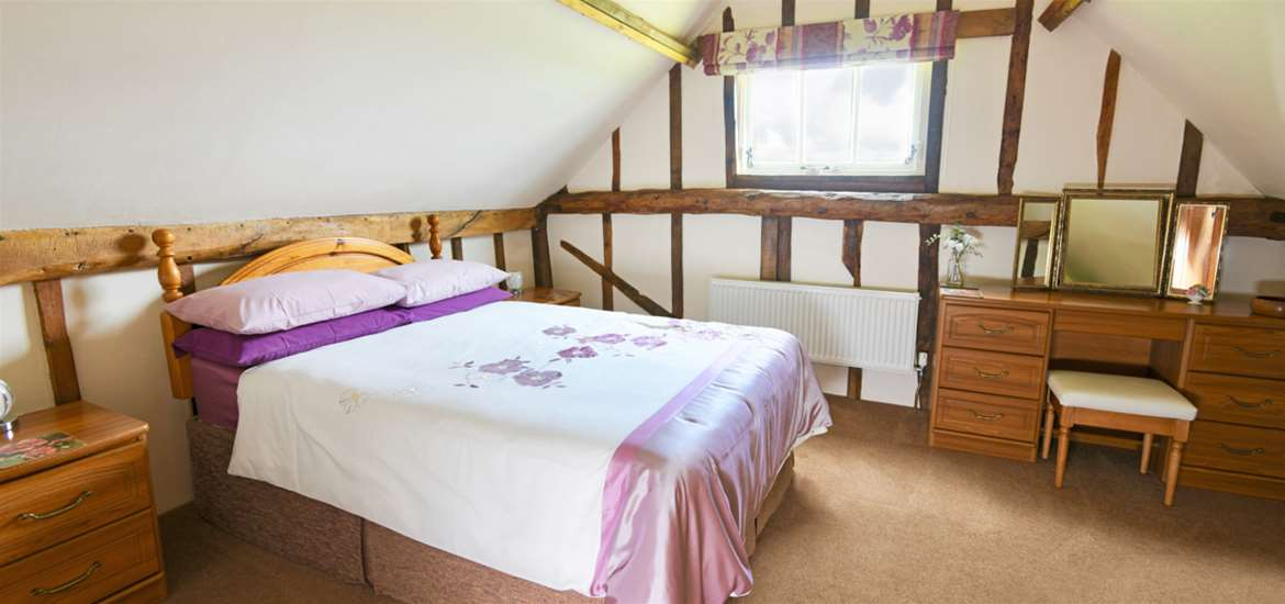 WTS Woodside Barn Cottages Bedroom