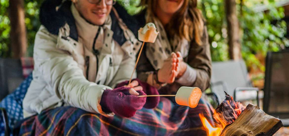 Blogs - Valentines Day - Couple toasting marshmallows