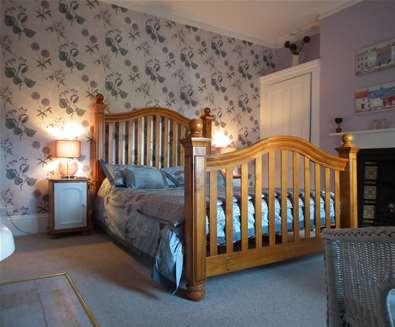 WTS - Chiltern House B&B - Bedroom