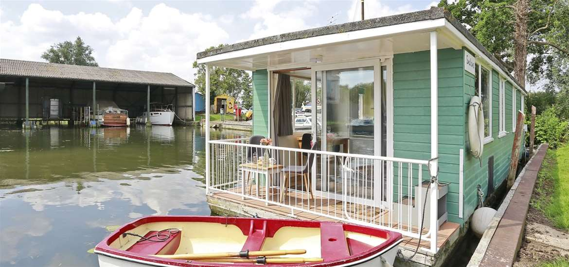 WTS - Hippersons Boatyard  - Swallows Quirky Houseboat
