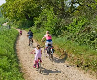 TTDA - AONB - Family cycling (c) Tony Pick