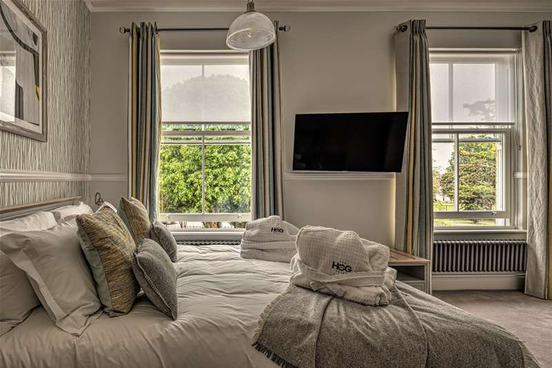 Towns & Villages - Pakefield - Hog Hotel bedroom