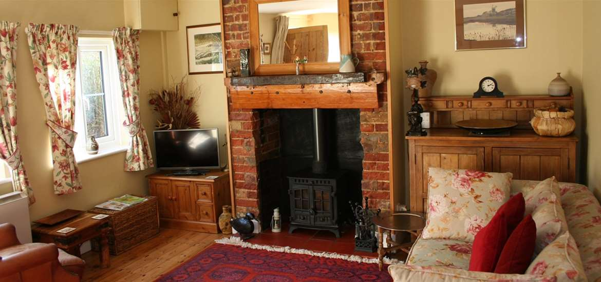 Squirrel Cottage - Living Room - Where to Stay