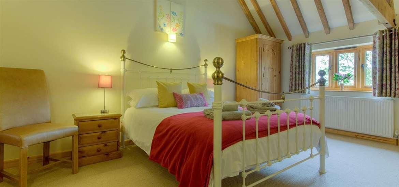 WTS - Lodge Farm Cottages - Master bedroom