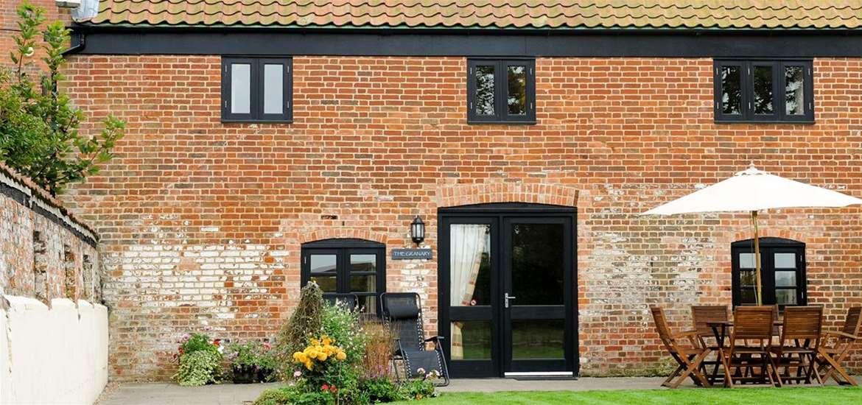 WTS - Lodge Farm Cottages - Garden View