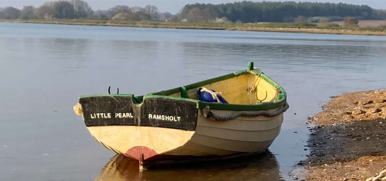 WED - Wild Riverside Camping - Boat