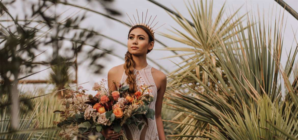 Weddings - Urban Jungle - Bride with bouquet