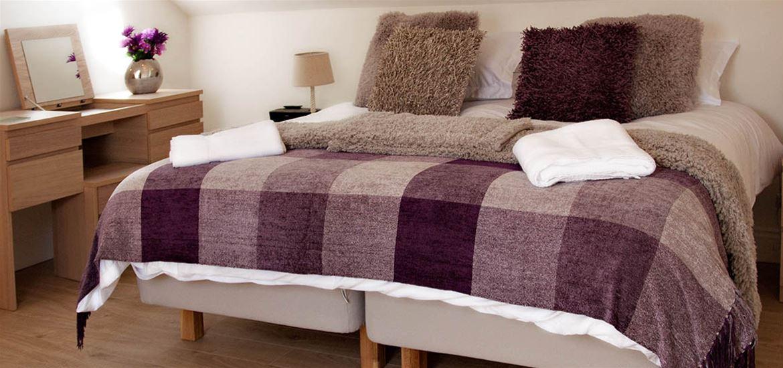 Mollett's Farm - Accommodation - Bedroom Purple