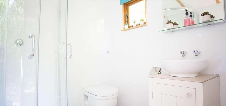 WTS - Kenton Hall Estate - Private Washroom