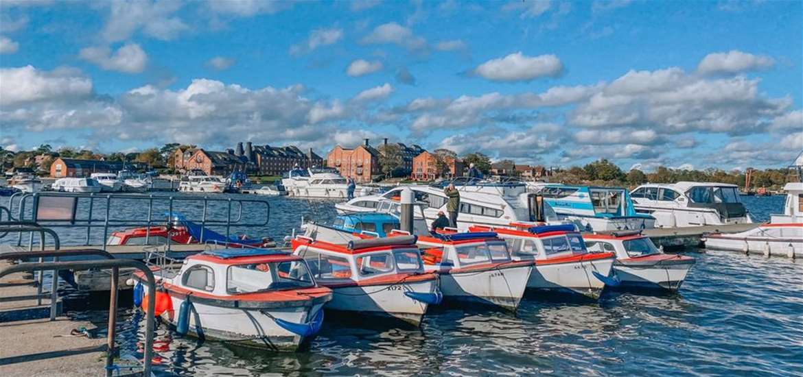 Towns & Villages - oulton broad - boats (R Amer)