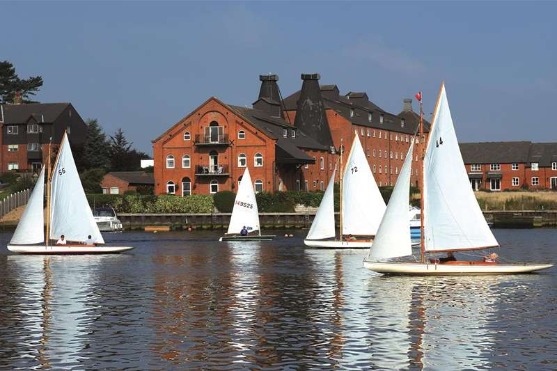 Towns & Villages - Oulton Broad - Sailing