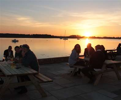 FD - The Ramsholt Arms - Patio sunset