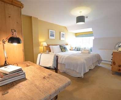 WTS - The Dolphin Inn - Bedroom