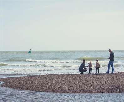 TTDA - Shingle Street - Family on beach