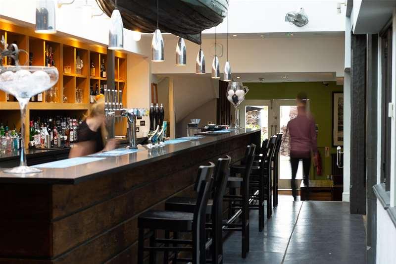 Towns & Villages - Woodbridge - The Crown at Woodbridge bar
