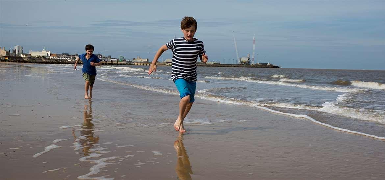 TTDA - Lowestoft Beach - boys running