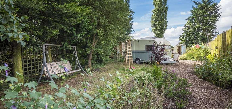 WTS - Blackberry Way Vintage Caravan - Garden