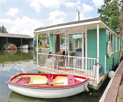 WTS - Hippersons Boatyard - House Boat
