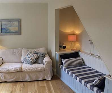 WTS - Suffolk Coastal Cottages - Book Nook